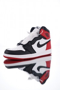 Nike Air Jordan 1  Retro Black Toe 555088-125