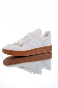 Veja V-10 Leather Lace-up VE789SH32GRN