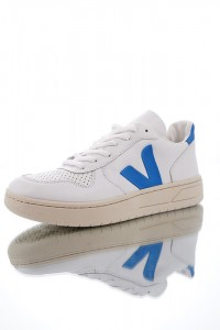 Veja V-10 Leather Lace-up VE789SH89JTA