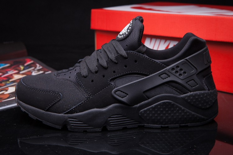 ed4d1c12 Nike Air Huarache LE All Black